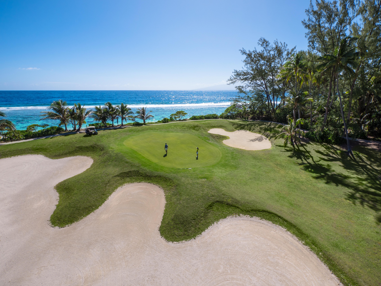 https://tahititourisme.com.au/wp-content/uploads/2017/08/ACTIVITES-TERRESTRES-Moorea-Green-Pearl-Golf-1.jpg