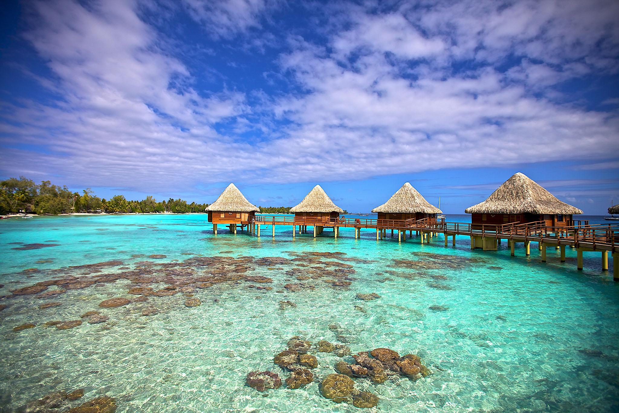 https://tahititourisme.com.au/wp-content/uploads/2017/08/RGI-Kia-Ora-Overwater-Bungalows-Exterior-20.gallery_image.1.jpg
