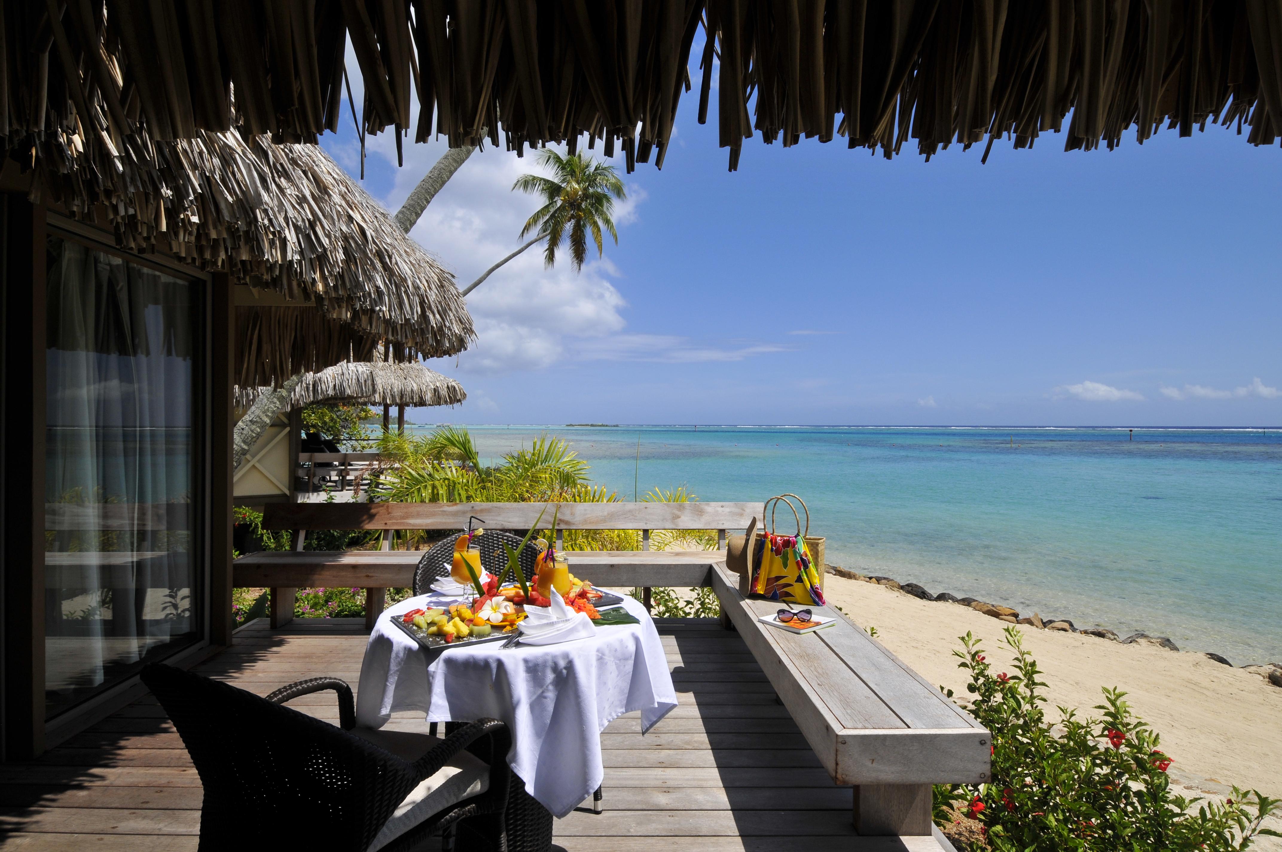 https://tahititourisme.com.au/wp-content/uploads/2017/10/Intercont-Moz-Beach-bungalow-premium-terrace.jpg