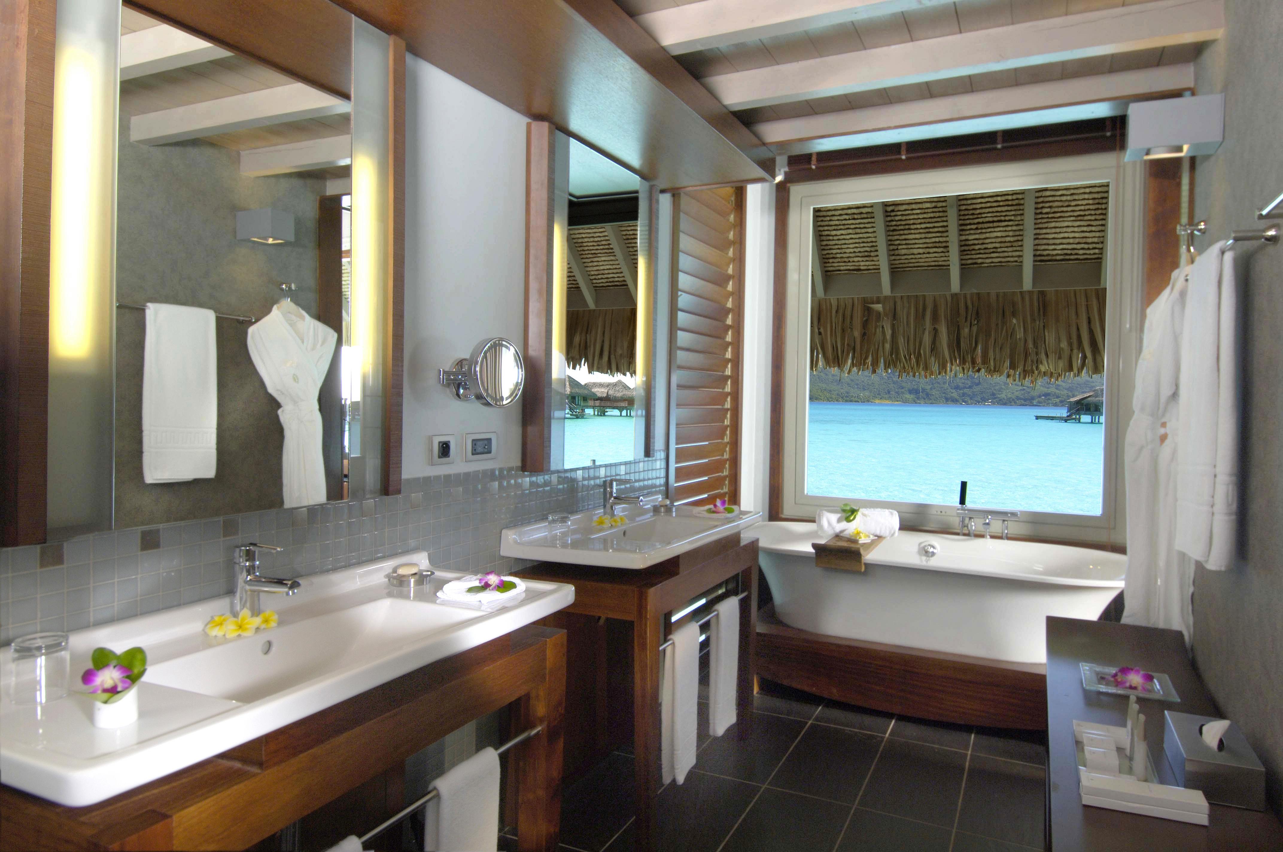https://tahititourisme.com.au/wp-content/uploads/2017/10/Intercont-Thalasso-Bob-overwater-villas-bathroom.jpg