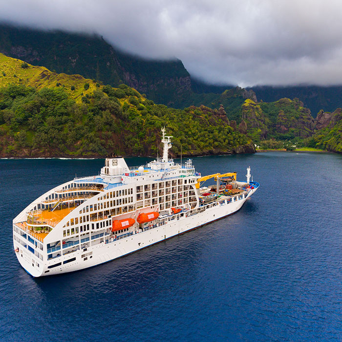 Discover the Marquesas islands by sea