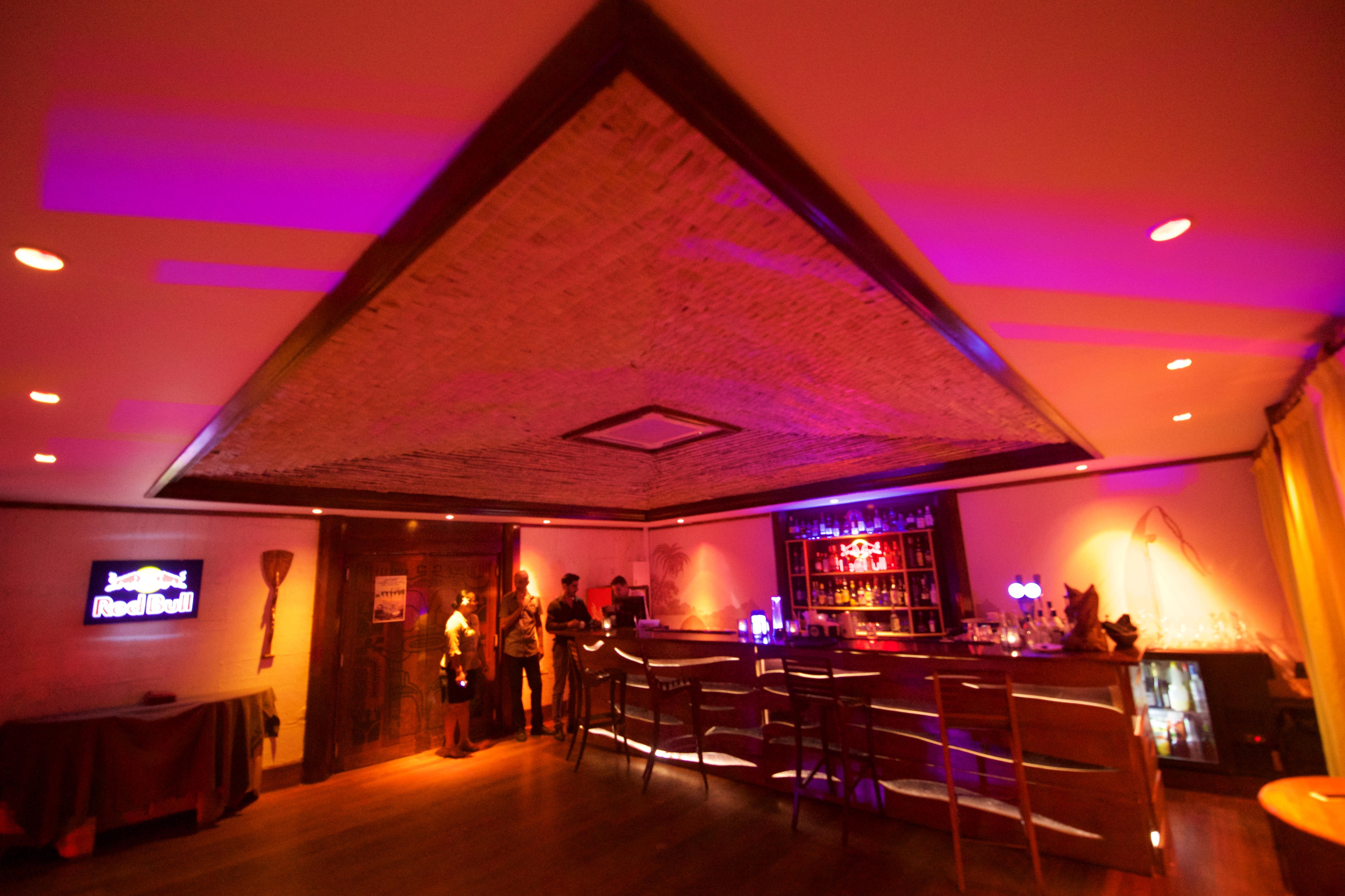 https://tahititourisme.com.au/wp-content/uploads/2018/03/RESTAURATION-Matahiehani-Lounge-Bar-1-Tim_McKenna.jpg