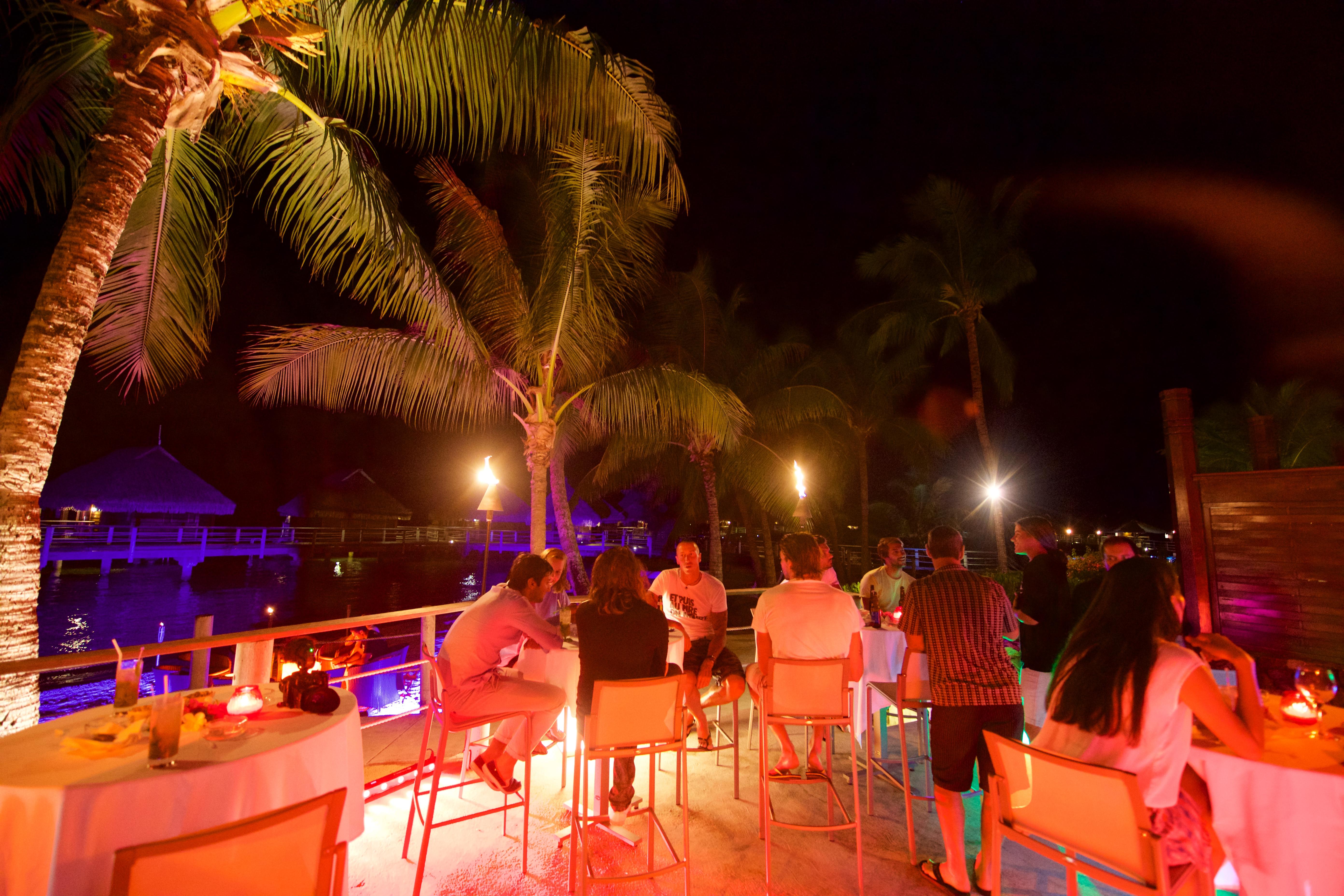https://tahititourisme.com.au/wp-content/uploads/2018/03/RESTAURATION-Matahiehani-Lounge-Bar-featured_image-Tim_McKenna.jpg