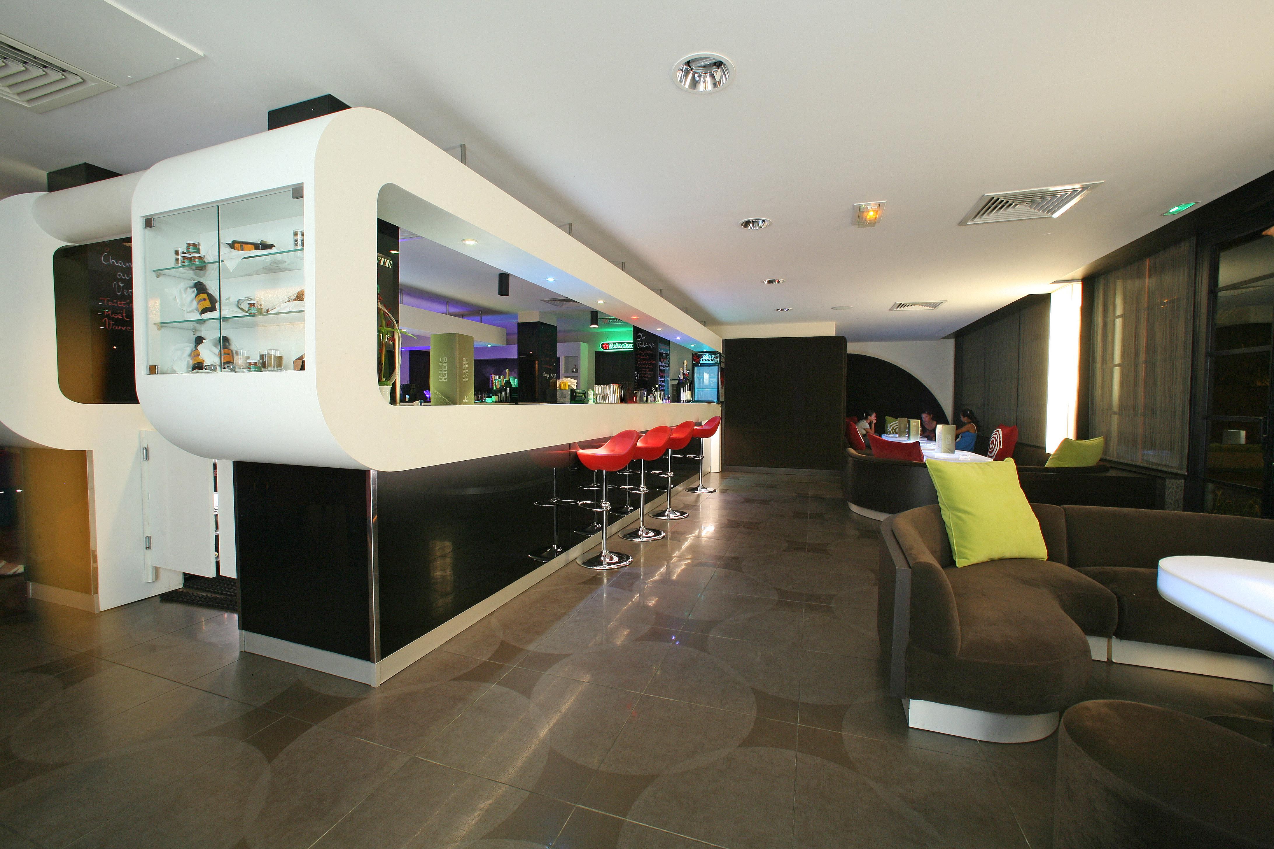 https://tahititourisme.com.au/wp-content/uploads/2018/03/RESTAURATION-Punavai-Lounge-Bar-1.jpg