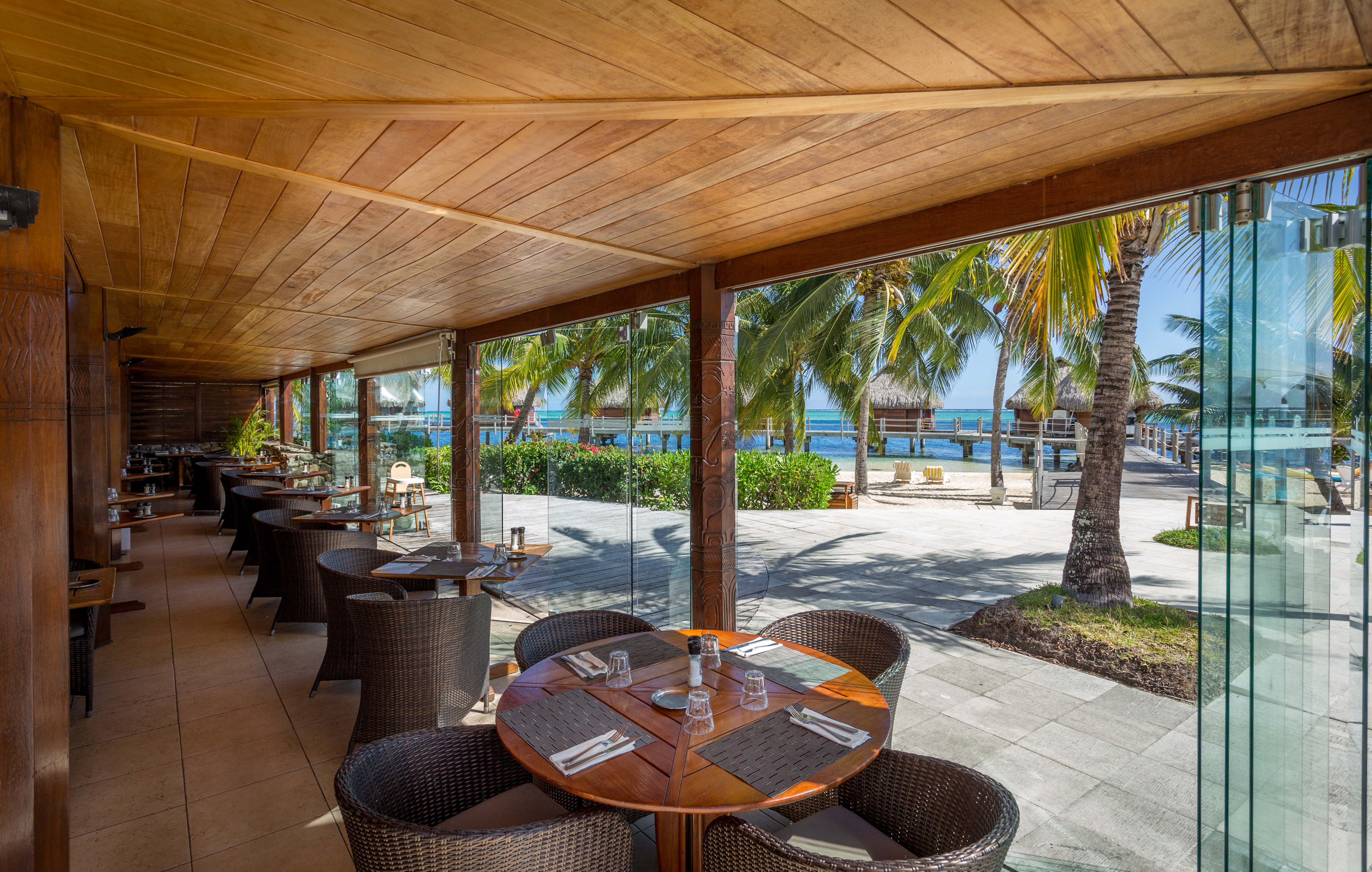 https://tahititourisme.com.au/wp-content/uploads/2018/03/RESTAURATION-Restaurant-Mahanai-1-Charles_Veronese.jpg
