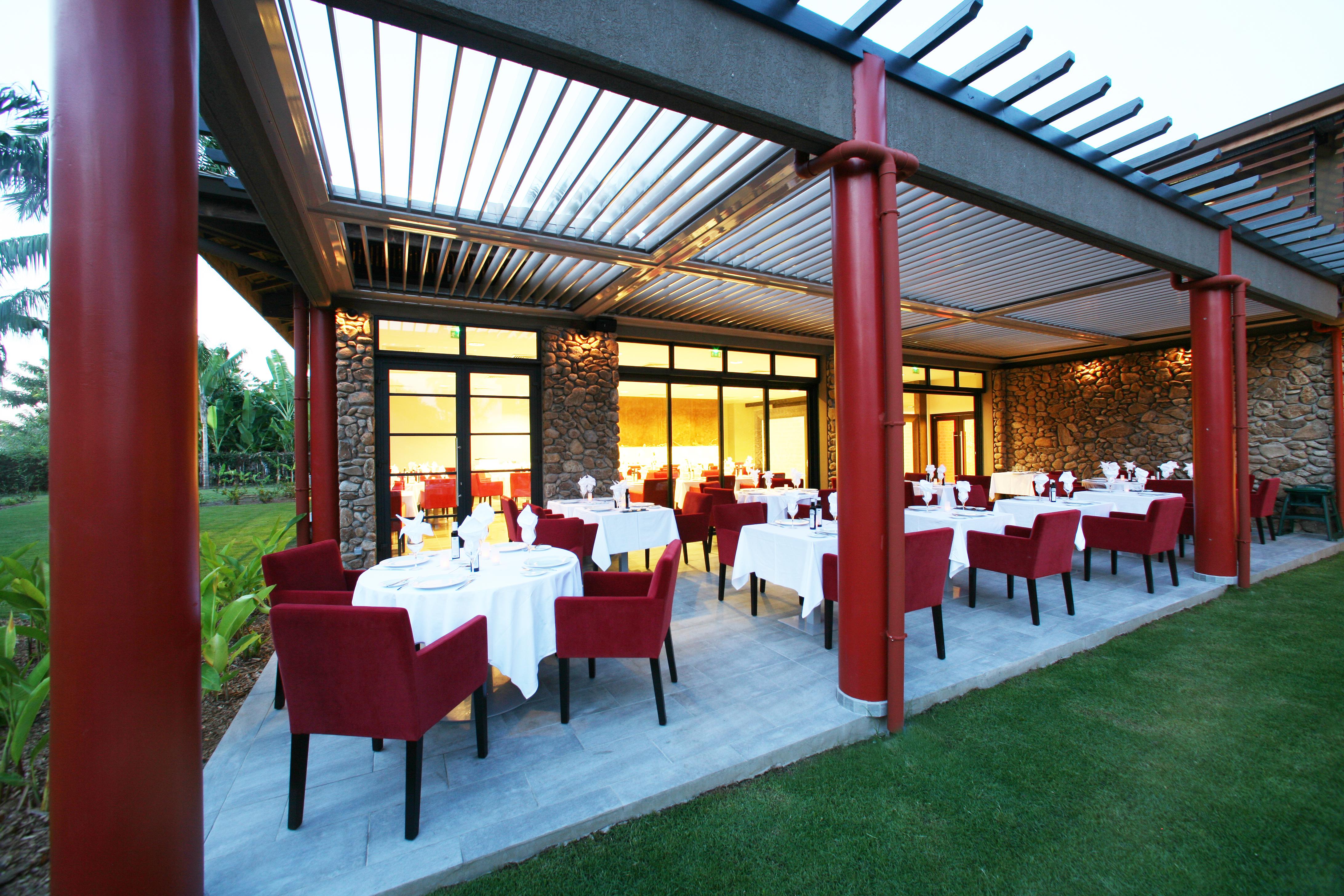 https://tahititourisme.com.au/wp-content/uploads/2018/03/RESTAURATION-Vaitohi-Restaurant-1.jpg