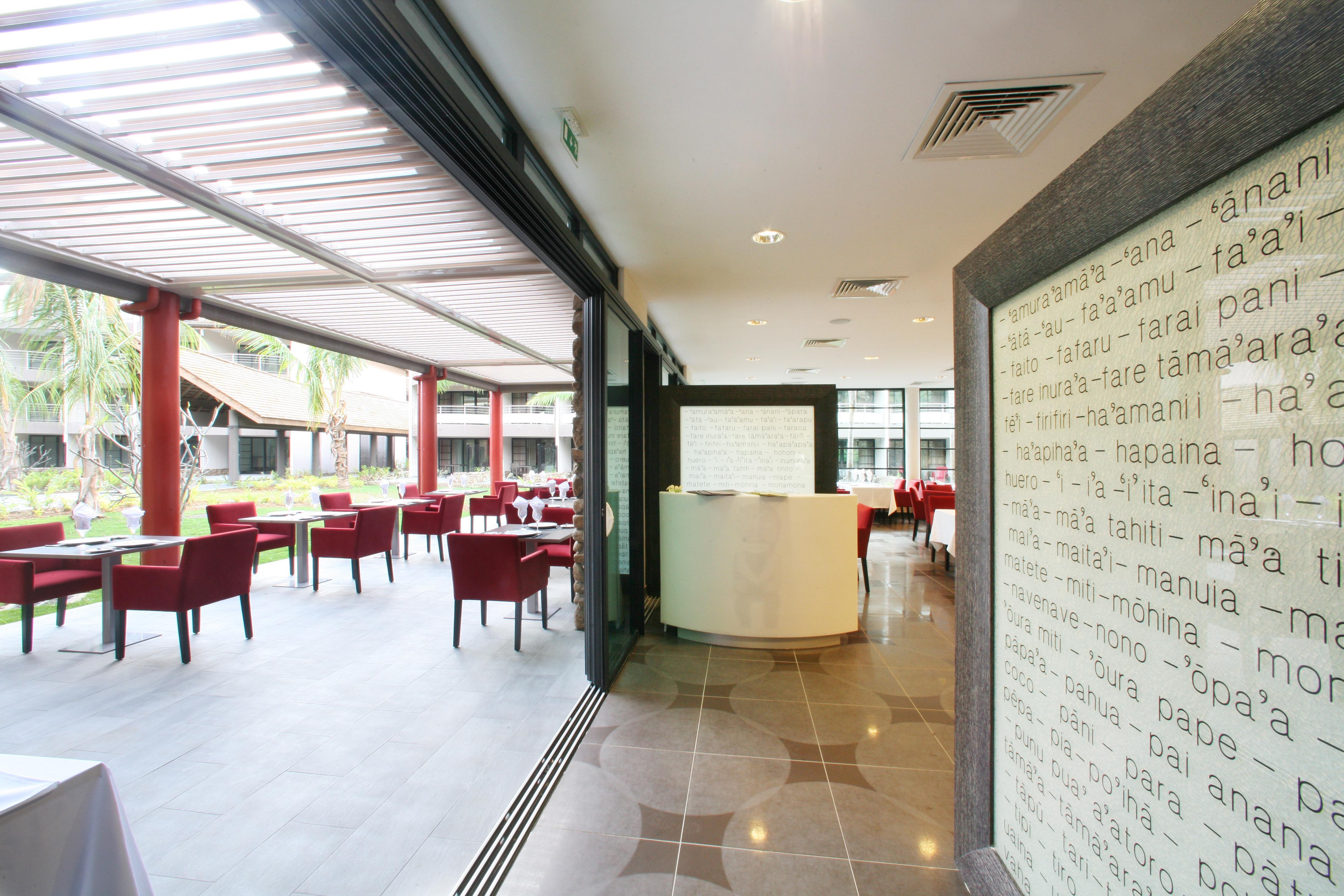 https://tahititourisme.com.au/wp-content/uploads/2018/03/RESTAURATION-Vaitohi-Restaurant-3.jpg