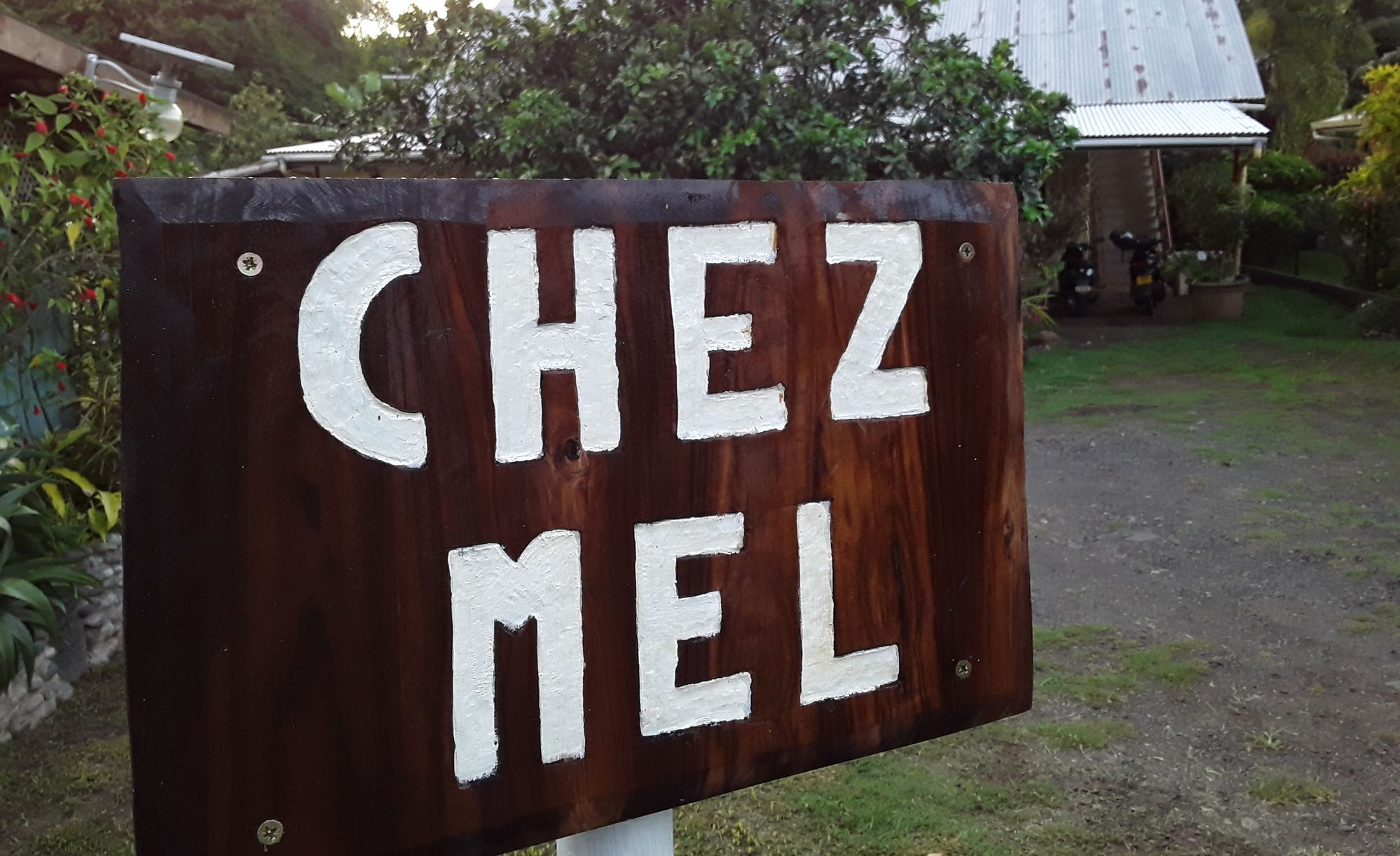 https://tahititourisme.com.au/wp-content/uploads/2020/07/Panneau-Chez-Mel.jpg