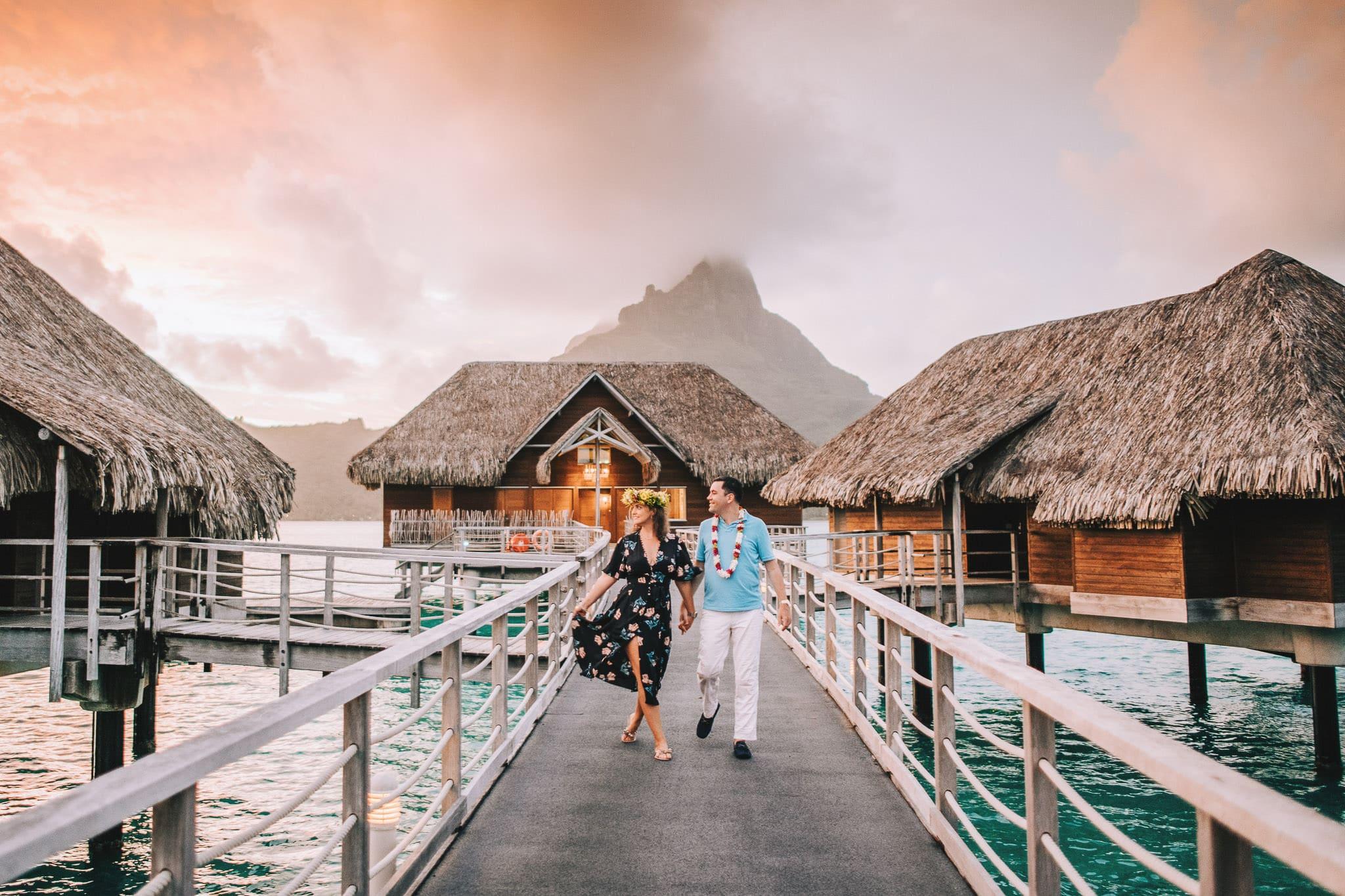 https://tahititourisme.com.au/wp-content/uploads/2021/04/Bora-Bora-Photographer-Honeymoon-Wedding-couple-10.jpg